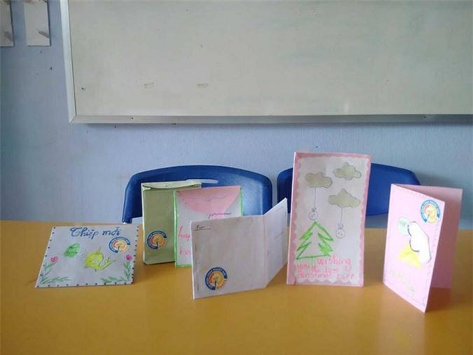 Những chiếc thiệp và phong bì xinh xắn.